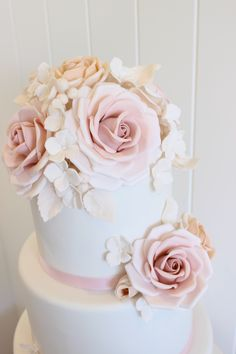 Beautiful, delicate, sugar roses by Poppy Pickering, Yorkshire at www.poppypickering.co.uk