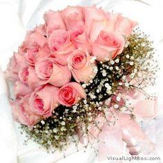 MODELO 02A ESTILO: Redondo FLORES: Rosas nacionais cor de rosa com gipsofilas TAMANHO APROXIMADO: 25 cm de diâmetro PREÇO: R$ 160,00+ taxa de entrega