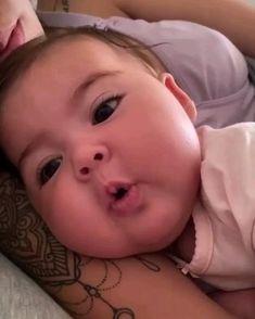 Cute Baby Girl Images, Cute Kids Pics, Cute Baby Dogs, Cute Baby Pictures, Cute Little Baby, Baby Kind, Cute Baby Animals, Little Babies, Cute Funny Baby Videos
