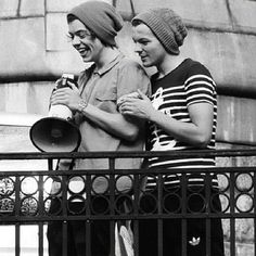 """""""Larry Stylinson forever ❤❤"""" wow but look at how tightly louis' arm is clenched onto harrys im in so much pAIN"""