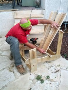 Pallet Adirondack Chair - http://dunway.info/pallets/index.html
