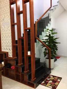 Home Stairs Design, Stair Railing Design, Stair Decor, Home Design Plans, Bungalow House Design, House Front Design, Modern House Design, Door Design, Small House Design