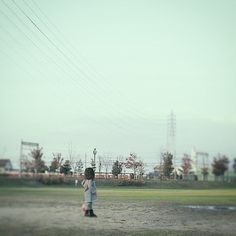 #child #backshot #train #snap #snapshot #landscape #スナップ #こども #後ろ姿 #風景 #35mmf2 #photographer #photographers #osaka #japan