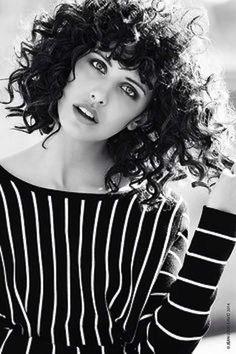 Cortes de pelo rizado corto para mujeres otoño/invierno 2014-2015: fotos looks (29/40) | Ellahoy