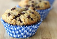 Ils sont vraiment faciles à faire (5 minutes de préparation) ces délicieux petits muffins au beurre d'arachides et chocolat! Easy Cornbread Recipe, Easy Biscuit Recipe, Cake Mix Cookie Recipes, Cake Mix Cookies, Peanuts, Beignet Nutella, Monkey Bread Muffins, Pumpkin Spice Muffins, Chocolate Chip Muffins