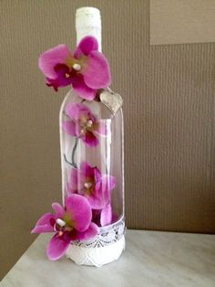 Intelligent Ways to Use Your Old Wine Bottles - Salvabrani Old Wine Bottles, Wine Bottle Art, Diy Bottle, Wine Bottle Crafts, Mason Jar Crafts, Alcohol Bottles, Liquor Bottles, Glass Bottles, Diy Arts And Crafts