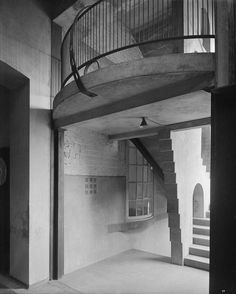 B/W photograph of E. stair, the Glasgow School of Art, by Bedford Lemere Charles Rennie Mackintosh, Glasgow School Of Art, Glasgow Scotland, Interior Architecture, Interior Design, Stairs, Art Nouveau, Historical Monuments, Artwork