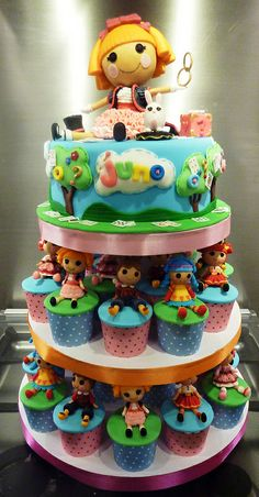 #Lalaloopsy cupcake tower...I love this I wish I could afford this for Malaina she would love it