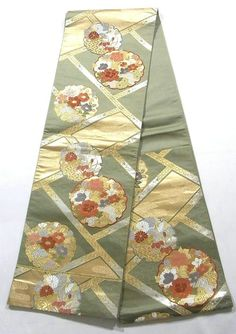 This is an elegant Fukuro obi with 'Yukiwa' (snow crystals) and seasonal flowers on 'Yukiwa' (snow crystals) pattern, which is woven.