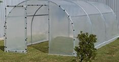 A Home Garden – Fun for the Whole Family Hydroponics System, Aquaponics, Pvc Projects, Home Projects, Greenhouse Gardening, Gardening Tips, Succulents Garden, Amazing Gardens, Garden Inspiration
