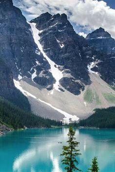 Een bezoek aan het veelzijdige Canada zal je zeker niet teleurstellen! Ontdek de prachtige natuur en je wordt verliefd… De prachtige bossen en bergen zijn perfect voor lange wandelingen waar je helemaal één wordt met de natuur.  https://ticketspy.nl/deals/betoverend-canada-ontdekken-vliegtickets-9-dagen-3-lodge-ontbijt-va-e740/