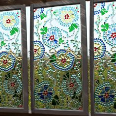 easy stained glass window I'd like to do this for the RV kitchen window. Maybe on a large picture frame.Don't toss your broken glass pieces! Turn them into a beautiful stained glass window for your patio. I used dollar store glass marbles These windo Faux Stained Glass, Stained Glass Windows, Mosaic Windows, Glass Marbles, Glass Beads, Glass Vase, Sea Glass, Glass Jewelry, Globe Decor