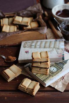 Cinnamon and chocolate book cookies. Biscotti Cookies, Galletas Cookies, Cupcakes, Something Sweet, Cute Food, Food Inspiration, Sweet Recipes, Food Photography, Sweet Treats