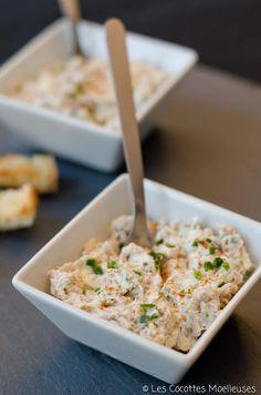 Les rillettes de sardine - une boîte de filet de sardine à l'huile d'olive- 100g de fromage frais- 1/2 échalote- une cuillère à soupe de jus de citron- une cuillère à soupe d'huile d'olive - ciboulette- sel, poivre