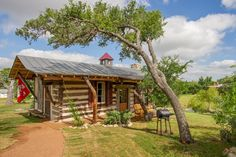 Fredericksburg Lodging and Accommodation - Romantic Getaway - Lodges, guest houses and cabins minutes to mainstreet Fredericksburg Texas. Al...