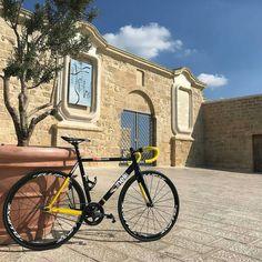 Grazie a  @fix_simon_g -  Portiamola un pochino a spasso sta bimba! 😎  #bike #bikeporn #bikelife #bici #bicletta #bicifissa #fixed #fixedbike #fixedforum #fixedgear #lovebike #ciclynglife #amazing #barivecchia #fortino #sun #bikestagram #cinelli #cinellivigorelli #vigorelli #blackisblack #ellipse #ciclyng #picoftheday #followme #passion #sport #instagood #nofilter #bari