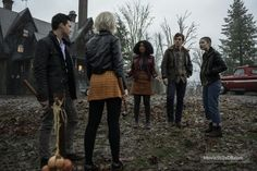 Chilling Adventures of Sabrina - Publicity still of Gavin Leatherwood, Kiernan Shipka, Jaz Sinclair, Ross Lynch & Lachlan Watson. The image measures 3600 * 2400 pixels and was added on 15 May Cool Costumes, Halloween Costumes, Bronson Pinchot, Harvey Kinkle, Lucy Davis, Jaz Sinclair, Kiernan Shipka, Sabrina Spellman, Ross Lynch