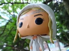 The Lady of Lothlorien, Galadriel as small sweet Funko pop figure. It is manufactured with great attention to detail, she shall bear also their silver brooch and Nenya, the Elbenring of adamant. Her dress shines through the paint as also her golden-colored hair. Each figure is unique.