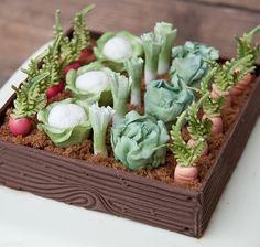 Gardeningcake70th9823