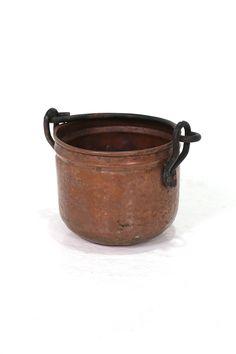 商品ID32222H 商品名アンティーク 炭入れ(プランターケース) 輸入国オランダ 年代1940 材質カッパー&アイアン サイズ横幅:170 奥行:123 高さ:170mm 重さ:800g 業販価格¥2,800 (¥3,024 税込)  Products ID 32222H Product Name antique charcoal purse (planter case) Importing country Netherlands dating 1940 Material Copper & Iron Size Width: 170 Depth: 123 Height: 170mm Weight: 800g Industry sales price ¥ 2,800 (¥ 3,024 tax included)  インテリアとして飾っておくだけで素晴らしい雰囲気を醸し出してくれるアンティークの小さな炭入れ
