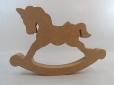 Cavalo de pau em MDF, temos em três tamanhos. <br>Detalhes do produto sob consulta.