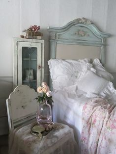 Shabby Chic Interior Design Ideas For Your Home Casas Shabby Chic, Shabby Chic Interiors, Shabby Chic Bedrooms, Shabby Chic Cottage, Vintage Shabby Chic, Shabby Chic Homes, Shabby Chic Style, Shabby Chic Decor, Cottage Style