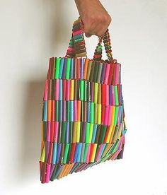 Don't throw the felt markers away once they dried out. They are actually perfect to Upcycle cause they come in an array of colors. Upcycled Crafts, Recycled Art, Repurposed, Recycled Tires, Recycled Furniture, Modern Furniture, Furniture Design, Straw Crafts, Beaded Bags