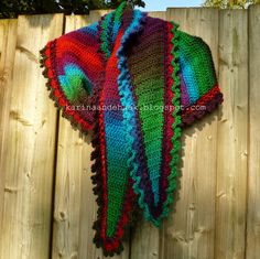 Karin aan de haak! Fenna Flow Shawl - Crochet The site is in dutch but google will translate.