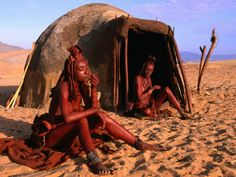 Himba women in front of traditional hut, Kaokoveld, Kunene, Namibia The Cunene River forms the border between Namibia and Angola. We Are The World, People Of The World, Himba People, Africa People, Vernacular Architecture, African Tribes, Rural Area, Cultural, Survival