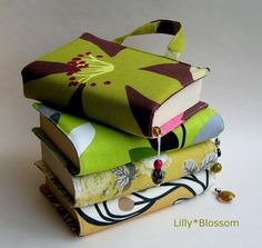 Book Bag Sewing Guide I'd like a Bible cover like this! Sewing Crafts, Sewing Projects, Sewing Ideas, Bible Covers, Book Covers, Diy Gifts, Handmade Gifts, Learn To Sew, Pdf Sewing Patterns