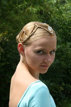 Ballet Headpiece by Angamow available on etsy.com