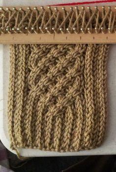 Esta bufanda les gusta mucho y es muyfácil y aunque en youtube esta un video de como hacerla, para el que es buen observador (como yo) ...
