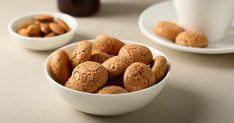 Az amarettit az olaszok macaronjának is nevezik. Ezzel az eredeti recepttel a te kekszeid is fantasztikusak lesznek. Pavlova, Dog Food Recipes, Cereal, Paleo, Tasty, Sweets, Snacks, Cookies, Baking
