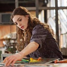 """Anne Hathaway plays a sick girl in """"Love & Other Drugs"""" Anne Hathaway, Curly Hair Styles, Natural Hair Styles, Curly Girl, Wavy Hair, Hair Inspo, Celebrity Crush, Role Models, Diana"""