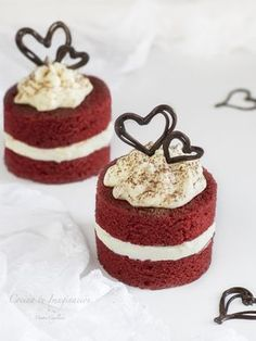 traditional wedding cakes With Fountain Mini Wedding Cakes, Mini Cakes, Cupcake Cakes, Red Velvet Wedding Cake, Mini Patisserie, Bolo Red Velvet, Cake Recipes, Dessert Recipes, Individual Cakes