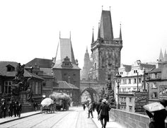 The Charles Bridge in #Prague in 1904. Noticed the tram tracks and the sidewalks! You will not find them on the bridge any more...the current cobble stones replicas from the Middle Ages. #CzechPragueOut