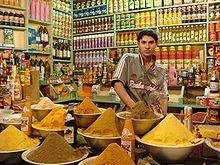 Ein Gewürzladen in Nasiriyya, Irak mit importierten Gewürzsorten aus Indien,