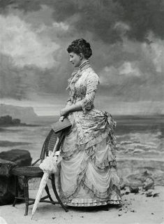 20 Stunning Vintage Photos Show What Victorian Female Fashion Looked Like - That's why Victorian Era has always been considered the most wonderful fashion. Victorian Photos, Victorian Women, Victorian Era, Victorian Clothing Women, Edwardian Era, Historical Costume, Historical Clothing, Edwardian Fashion, Vintage Fashion