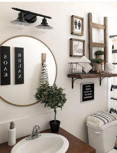 Studio bathroom decor Boho Bathroom Ideas: Catchy Decors for Small Bathroom House-Painting Tips Farmhouse Decor, Rustic Bathroom Decor, Diy Bathroom Decor, Small Bathroom Decor, Bathroom Interior, Apartment Decor, Boho Bathroom, Bathroom Redo, Small Bathroom Makeover
