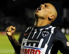 Suazo reafirma su vínculo con el Monterrey hasta el 2016 - Vanguardia