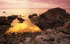 The Giant's Causeway is the most popular tourist attraction of Northern Ireland. Landscape Wallpaper, Nature Wallpaper, Machu Picchu, Beautiful Places To Visit, Places To See, Places Around The World, Around The Worlds, Basalt Columns, Himalaya
