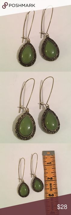 💕💕Jade Earrings Simulated Jade Stone Earrings , Brushed Gold Gives A Vintage Feel , Gorgeous , Definately Catch The Eye !!! 💋 Isabelles Jewelry Earrings