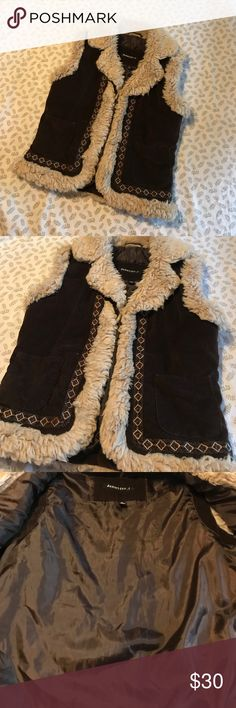 JENNYFER . J FAUX FUR VEST ❤️ This is a JENNYFER J faux fur vest size MEDIUM! It's in great condition and barely worn! It would be a perfect addition to any closet this fall. The inside and outside is a dark brown and the fur is a light cream color. OFFER IF INTERESTED ❤️ Jennyfer J Jackets & Coats Vests