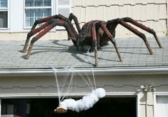 halloween prop spider and victim.I so want this for next halloween Halloween Outside, Fröhliches Halloween, Adornos Halloween, Scary Halloween Decorations, Outdoor Halloween, Holidays Halloween, Halloween Yard Ideas, Halloween Designs, Halloween Pillows