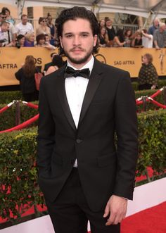 Kit Harington, aka Jon Snow in the Game of Thrones, is looking mighty fine at the SAG Awards.