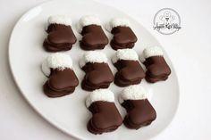 Télapó csizma | Ágiiiiii Kicsi Világa Minion, Pudding, Boots, Desserts, Crotch Boots, Tailgate Desserts, Deserts, Custard Pudding, Minions