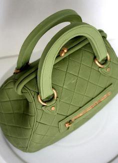 Green+Hand+Bag+Cake+by+http://www.veryuniquecakes.com