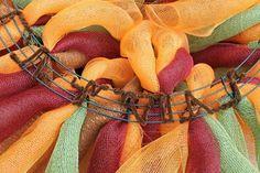 How To Make A Curly Deco Mesh Wreath tutorial by Vonda 24 Deco Mesh Crafts, Wreath Crafts, Diy Wreath, Wreath Ideas, Tulle Wreath, Mesh Garland, Burlap Crafts, Wreath Making, Wreaths And Garlands