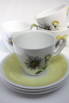 Alfred Meakin 'Glo-White' - Set of 4 Tea Cups and Saucers by TheFlyingSourcer on Etsy