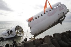 WRECKAGE REMOVAL: The Indonesian military partially removed a crashed Lion Air plane near Ngurah Rai International Airport in Bali, Indonesia, Wednesday. The jetliner crashed into shallow waters Saturday just short of the runway. All 108 passengers and crew survived. (Made Nagi/European Pressphoto Agency)
